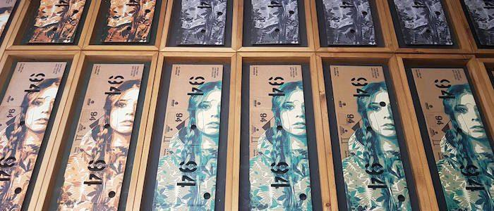 TANKPETROL - OLIVIA94, Sprühlack auf Montana 94 Karton, 78 x 30 cm - Pretty Portal